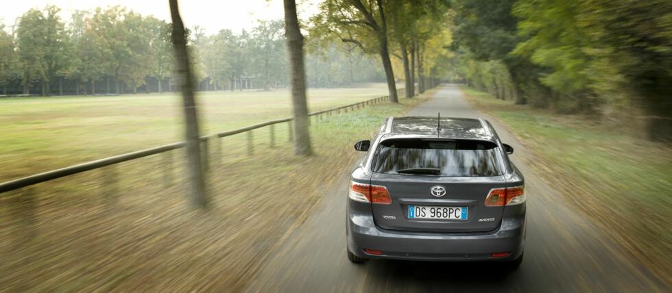 HVILKEN?: Toyota lover ny hybrid innen et år. Blir den basert på Avensis (bildet)? Eller har Toyota valgt å satse på Yaris, Auris, Corolla, Verso eller RAV4?