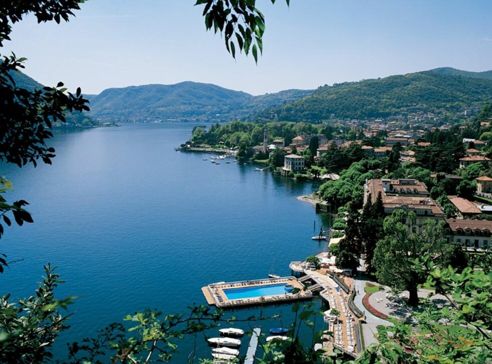 Villa d'Este ligger rett ved Comosjøen. Legg merke til det flytende svømmebassenget. Foto: Villa d'Este