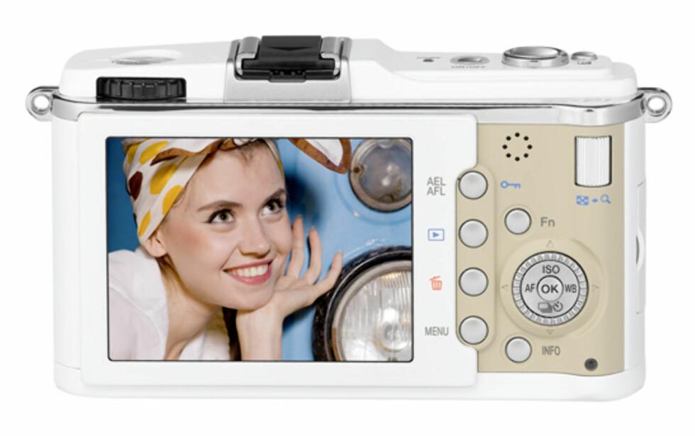"""På baksiden troner en 3"""" skjerm, og kameraet har et retro-preg mange entusiaster vil sette pris på."""