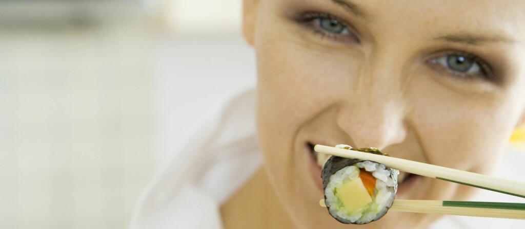 Det er mer sannsynlig at personer som tilbys lavkalorimat forsyner seg med større porsjoner. Foto: Colourbox.com
