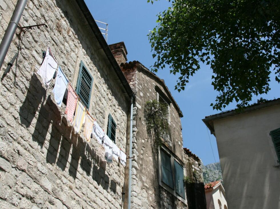 """Det bor """"vanlige folk"""" midt inni den vernede gamlebyen. Foto: Stine Okkelmo"""