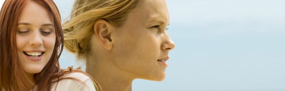 BØR VÆRE PÅ VAKT: Personer med blondt eller rødt hår er mer utsatt for føflekkreft. Foto: Montasje: Colourbox.com