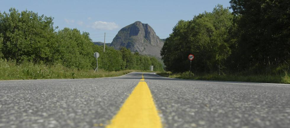 33 prosent av dødsulykkene i en svensk studie skyldes veiforhold, og 37 prosent skyldes en kombinasjon av fører, kjøretøy og vei. Norske veier er ikke bedre enn svenske. Foto: Colourbox