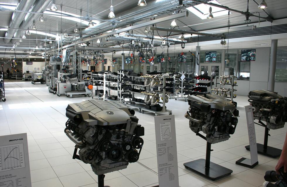 Dette er etasjen hvor V12-motorene bygges og alle AMGs motorer står på utstilling. Foto: Knut Moberg