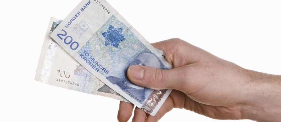 Betal for varer og tjenester, men helst ikke på forskudd, advarer Forbrukerrådet. Foto: Colourbox.com