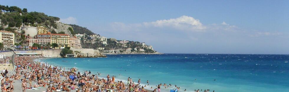 Azurkysten trekker millioner av turister hvert år. her fra Nice. Foto: Damian Searles