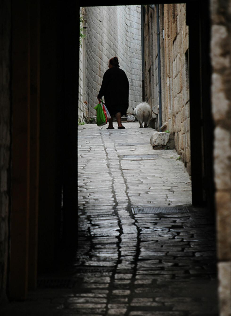 Gamlebyen er en levende by - det bor noen tusen mennesker midt inne i turistmagneten. Foto: Hans Kristian Krogh-Hanssen