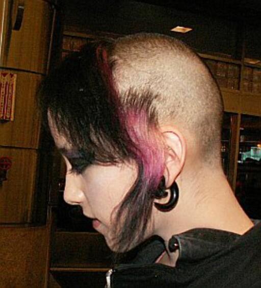 Klipp håret selv: Du synes kanskje dette er ille, men dette er en kjempedyr frisyre fra en salong i Chelsea i London.