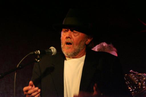 Lenger tilbake til Sverige Poul Dissing synger om svensken som ikke kom seg hjem.