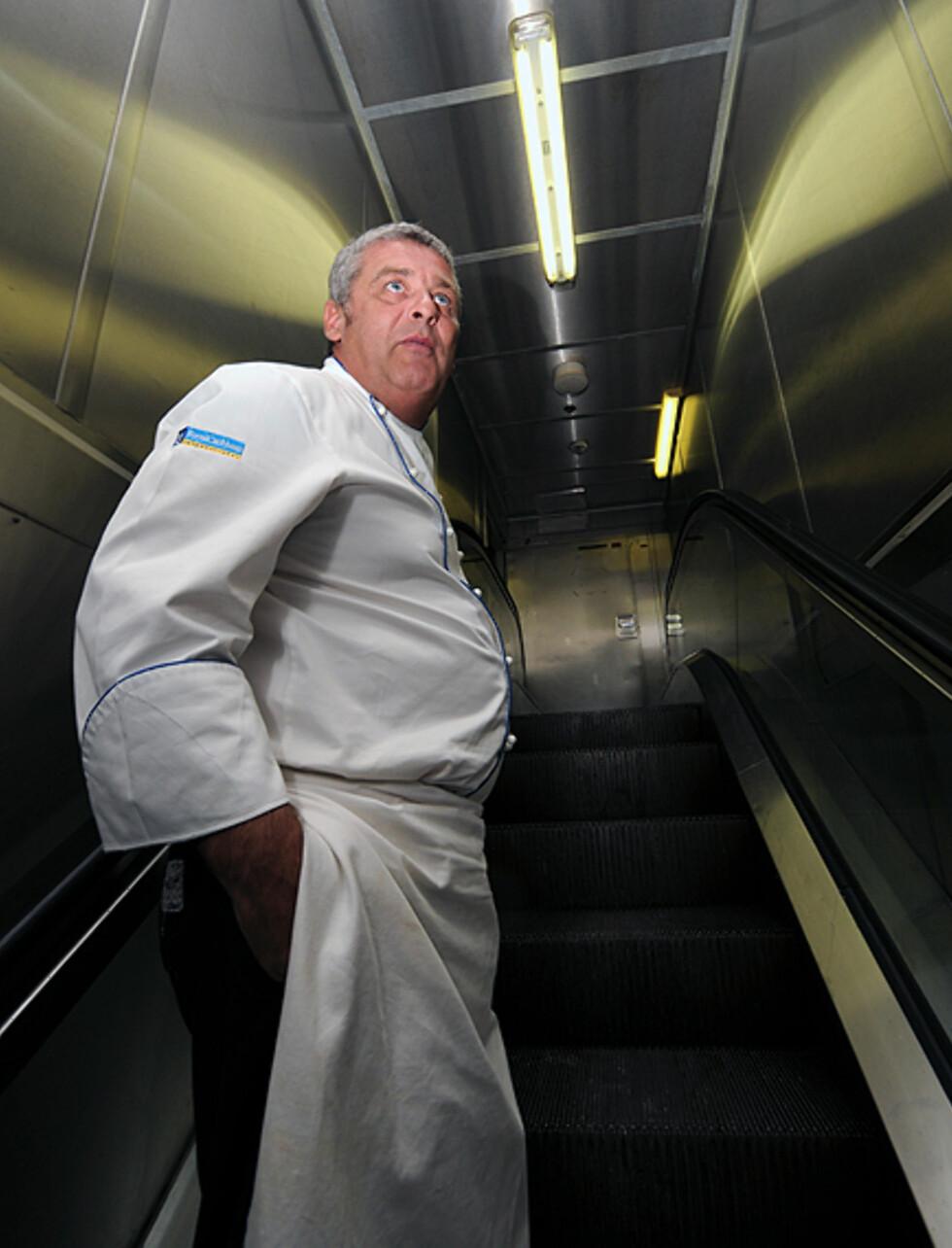 Sjefskokk Andrew Cartwright har et stort ansvar, men han tar livet med ro, og lar seg ikke stresse av den grunn. Foto: Hans Kristian Krogh-Hanssen