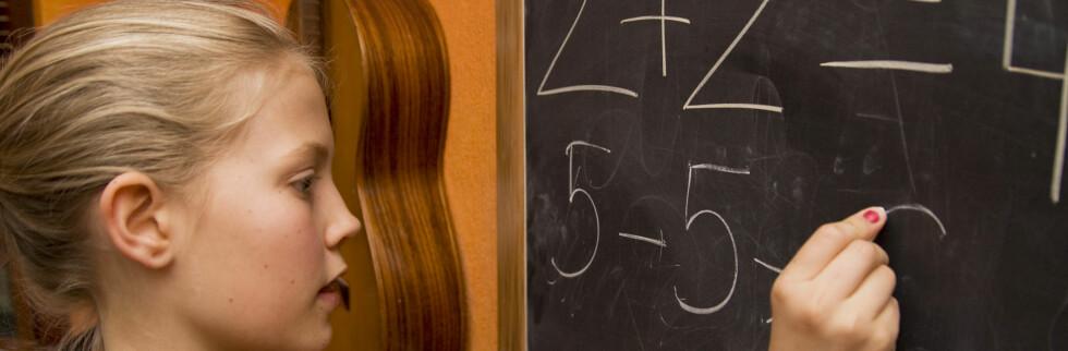 Barn sliter med enkle regnestykker. Hvordan står det til med deg? Foto: Colourbox.com