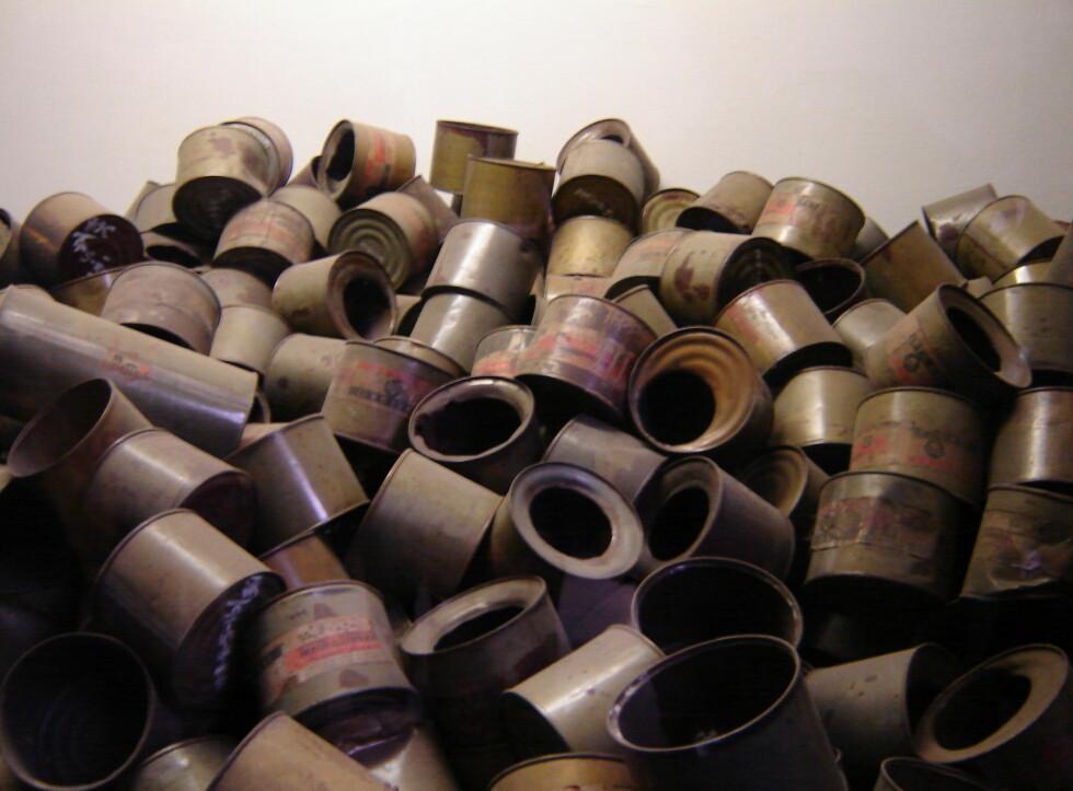 Tomme beholdere som inneholdt den dødelige gassen zyklon b. Foto: Sindre Storvoll