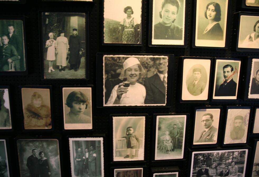 Det er en sterk opplevelse å se fotogalleriet av noen av ofrene for nazistenes galskap. Foto: Sindre Storvoll