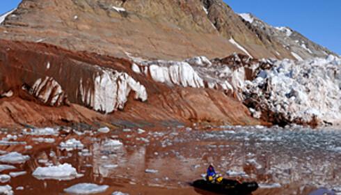 Fra området rundt Ny-Ålesund. Fargespillet sommertid på Svalbard kan være utrolig vakkert og ikke bare sort hvitt.  Foto: Hans Kristian Krogh-Hanssen