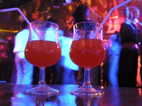Ikke gå fra drinken din - det gjelder også i Norge. Foto: Colourbox