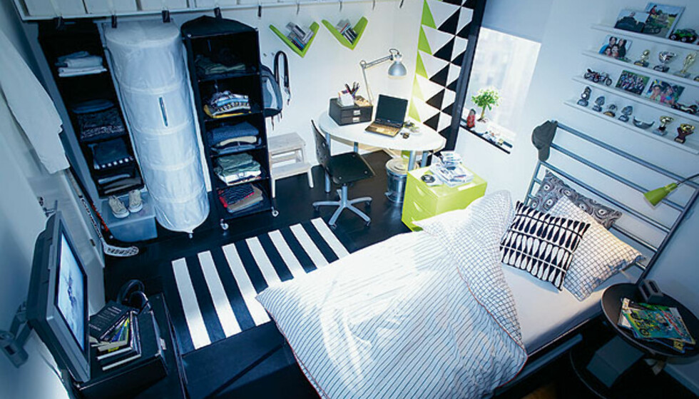 Også Ikea har jobbet med å tilby løsninger for folk som bor på liten plass. Hengehyller og små skrivebord er noen av deres løsninger på folk som bor på liten plass.