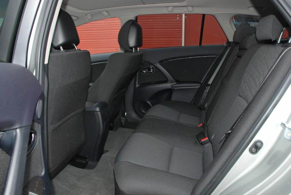 Avensis oppe, Passat nede