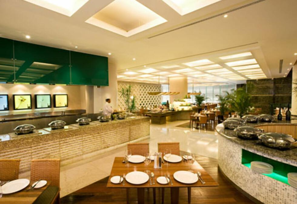 Den stor4e buffetrestauranten har et enormt utvalg. Foto: Prince Hotel & Residence Kuala
