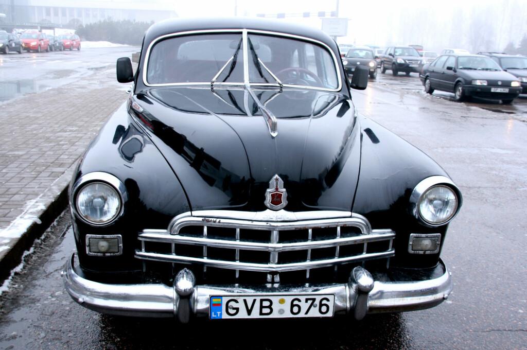 Minner fra gamle sovjettider finner du over hele Latvia. Som for eksempel denne stilige sovjetbilen. Foto: Kim Jansson