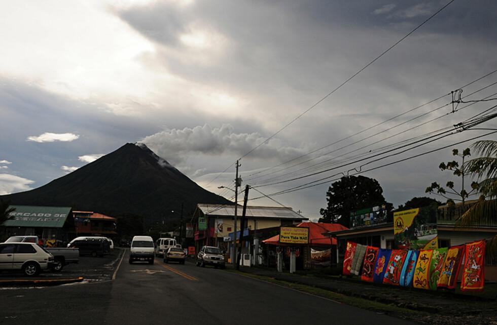 De lever ved en aktiv vulkan...
