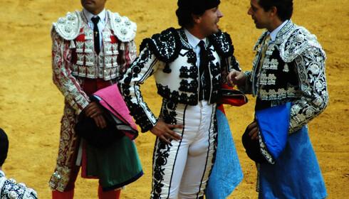 Bildet ble tatt i San Sebastian, i Baskerland. Her er tyrefekting fortsatt populært blant innbyggerne.
