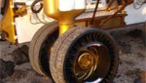 Hjul fra Michelin skal være solide nok til å takle det ulendte terrenget på månen.  Foto: cisionwire.no