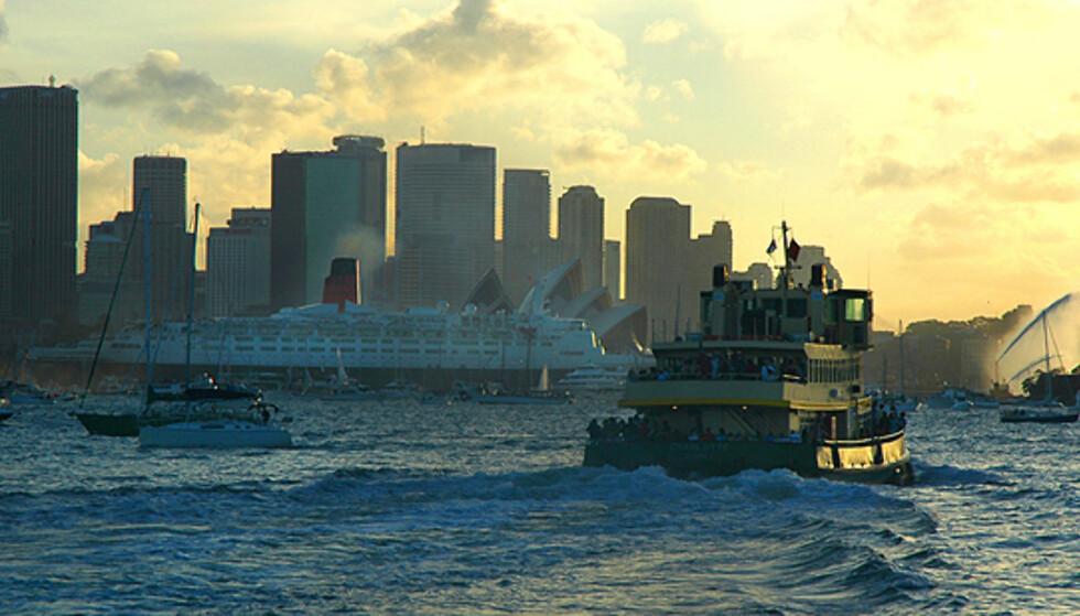 Fergene som tar arbeidere frem og tilbake i havnebassenget er billige alternativer til havnecruise.  Foto: sxc.hu