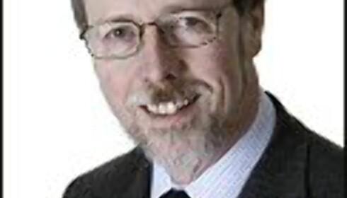 Lars Holo er advokat og partner i Arntzen de Besche Advokatfirma AS og er også leder av Advokatforeningens lovutvalg for arbeidsrett.