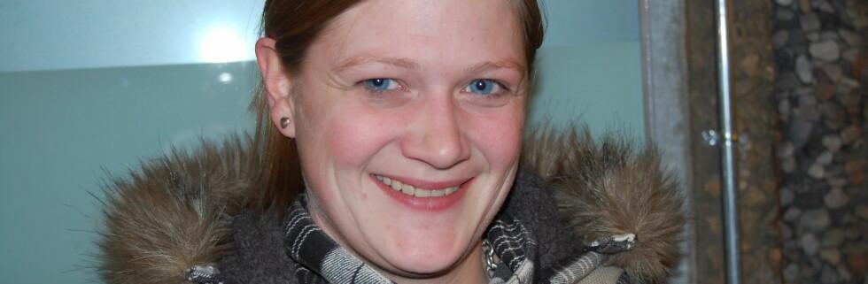 Monica Markussen (27) følger ikke med på rentejusteringene i banken.  Foto: Hanne Marie Aabel