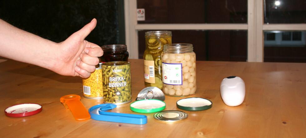 Hjelpemidler, brekkbønner, sølvløk og sylteagurker i skjønn forening. Foto: Synne Hellum Marschhäuser