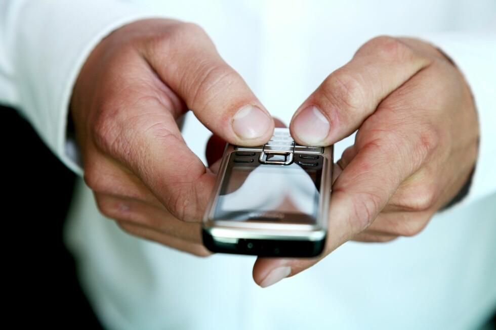 Forbrukerombudet gleder seg til 1. juni 2009, for da kan de reagere med overtredelsesgebyr mot sms-spammerne.  Foto: Colourbox.com