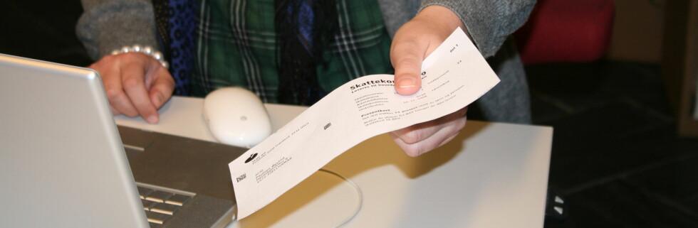 Ingen slipper unna å levere skattekortet til arbeidsgiver. Foto: Kristina Picard