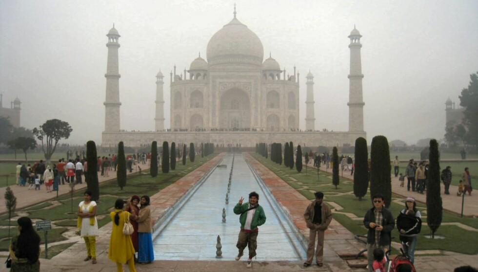 Taj Mahal er et syn for guder, selv med tåken hengende rundt seg. Foto: Stine Okkelmo