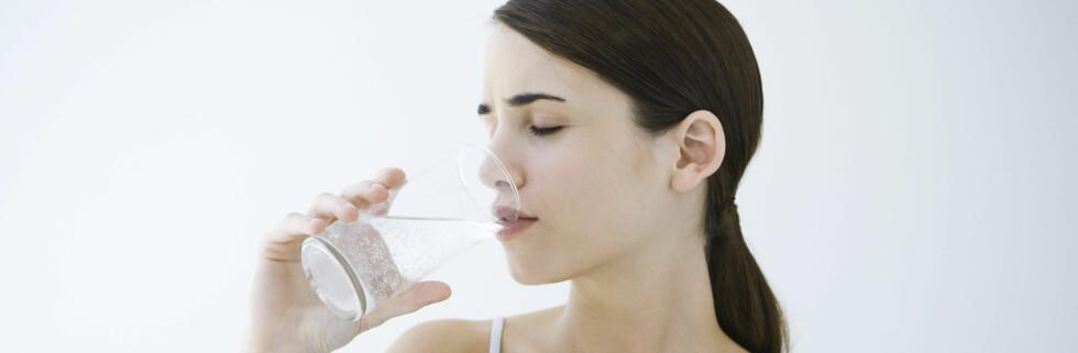 Kanskje det er like greit å skylle med et glass vann... Foto: colourbox.com