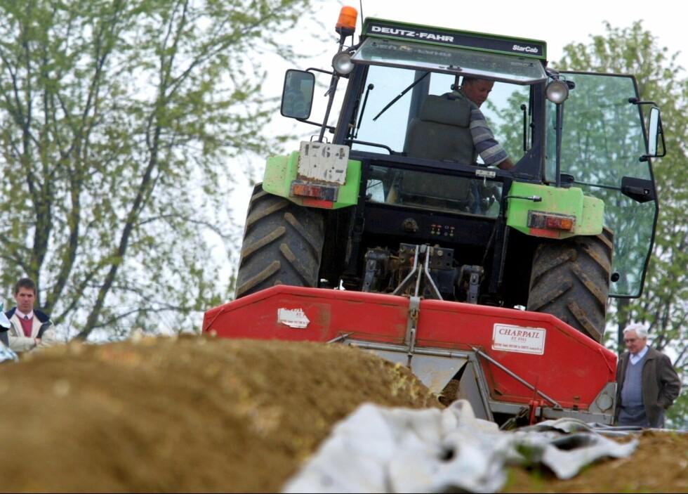 Mange dødsulykker skjer i forbindelse med bruk av store maskiner og kjøretøy som traktorer. Foto: colourbox.com