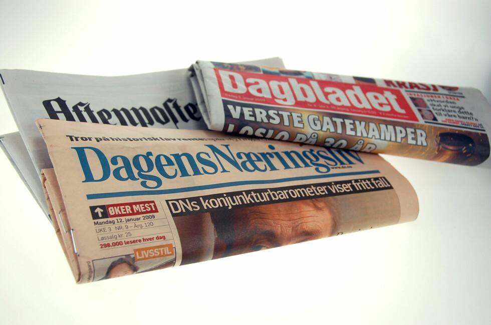 Avisene blir tynnere uten annonsørene. DinSide la spesielt merke til gårsdagens Dagens Næringsliv - spesielt fordi avisen koster 25 kroner. Foto: Kim Jansson