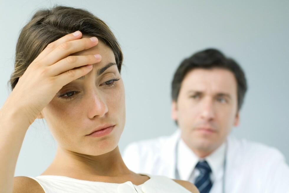 Forskerne tror legens ordvalg kan påvirke pasienters oppfattelse av egen helse.  Foto: Colourbox