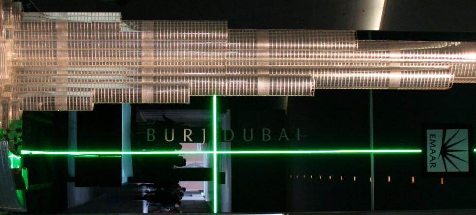"""På designmessen i Milano 2006, viste Armani frem en fire meter høy """"miniatyr"""" av det nye bygget for bransjen.  Foto: Elisabeth Dalseg"""