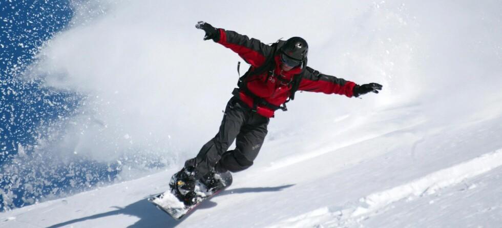 Bruk vinteren for det den er verdt, og spenn på deg skiene, test et snowboard eller ta en tur på skøytebanen.  Foto: colourbox.com
