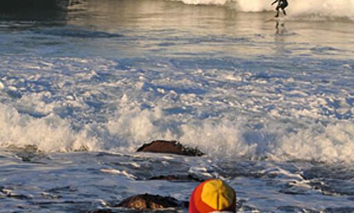 Tilskuere kommer også til når det er gode surfeforhold. Foto: Hans Kristian Krogh-Hanssen