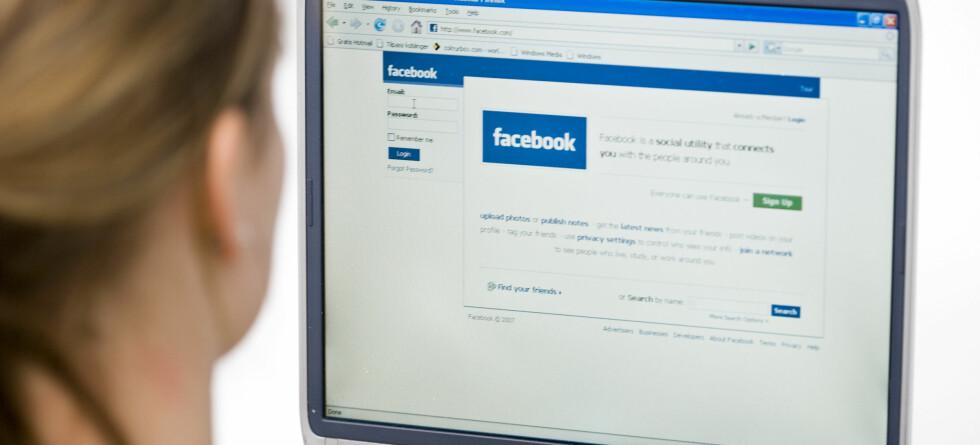 Å dele sorg på nettsider som Facebook kan virke både positivt og negativt, ifølge psykolog.   Foto: colourbox.com