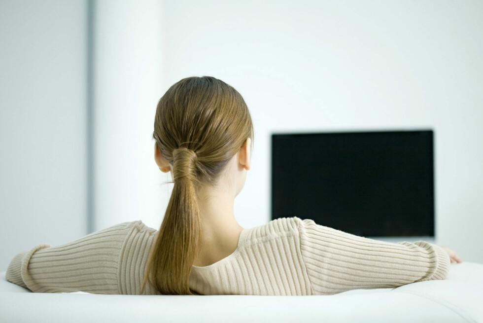 Kunder med svart TV-skjerm må likevel betale lisens i dag. Det vil forbrukerombudet ha en endring på. Foto: colourbox.com