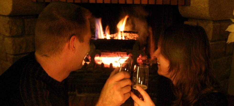 Ta noen enkle forholdsregler, så kan du unngå at hyggelige kvelder blir spolert, råder Giftinformasjonen.  Foto: colourbox.com