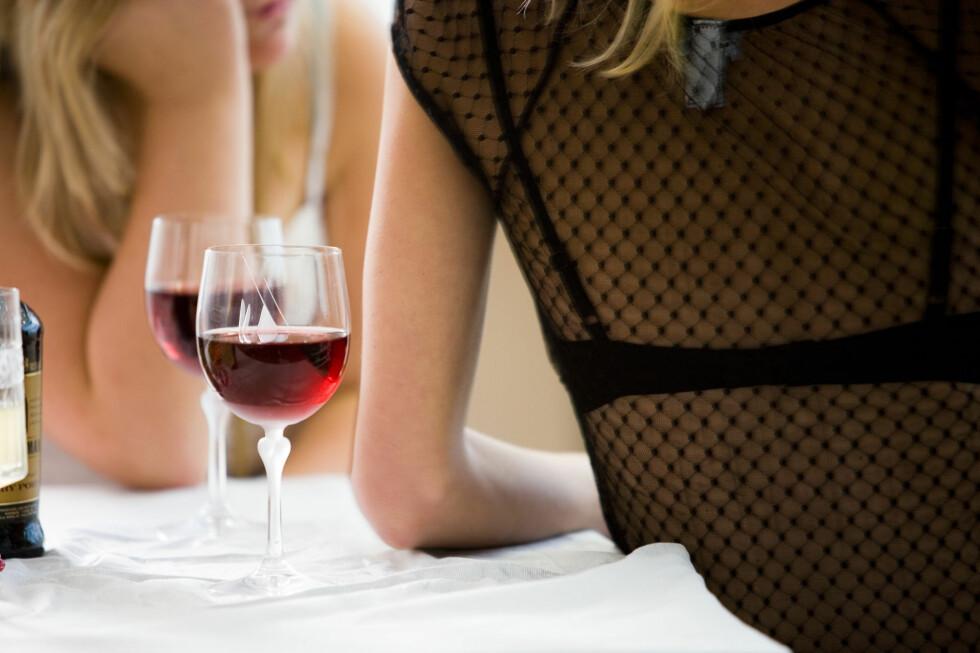 Kvinner får større problemer etter alkoholinntak enn menn. I alle fall i Danmark. Foto: Colourbox.com