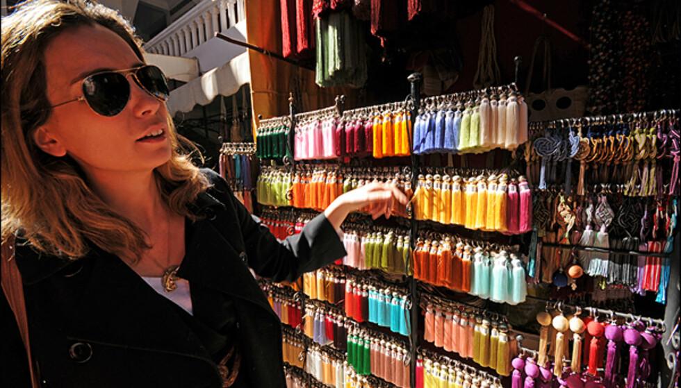 Laetitia Trouillets pruteegenskaper kan kun sees i parallell med hennes store kunnskap om shopping i Marrakesh. Hun snakker for øvrig en rekke språk.