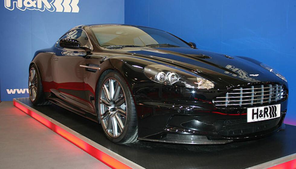 Aston Martin DBS - på fjæringsprodusenten H&Rs stand. Bilen er senket 30 mm! Foto: Knut Moberg