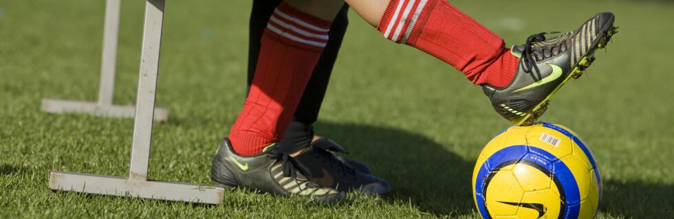 Fotball er en av idrettene med flest skader. Men oppvarming hjelper Foto: Colourbox.com
