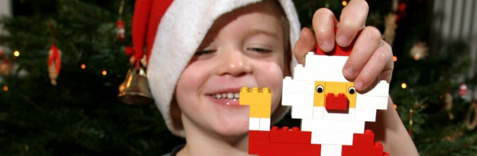 Legoklossene er trygg for denne karen, men de små klossene kan bli for fristende for småbarn. Følg aldersangivelsene. Foto: COLOURBOX
