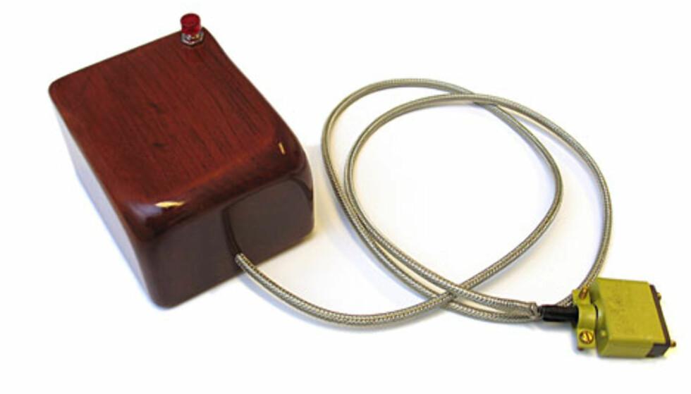 Slik så Den Første Musen ut, skapt av Douglas Engelbart (skandinavisk opphav) og Bill English i 1968.