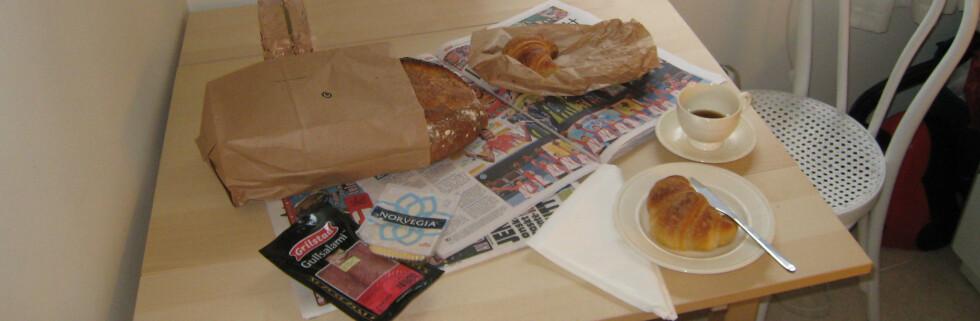 VG, Dagbladet, to croissanter og et ferskt brød lørdag lørdag klokka halv ett. Perfekt start på dagen etter julebord! Foto: Synne Hellum Marschhäuser